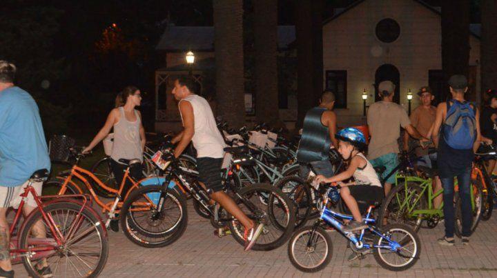 Bicicleteada nocturna por el día mundial sin autos