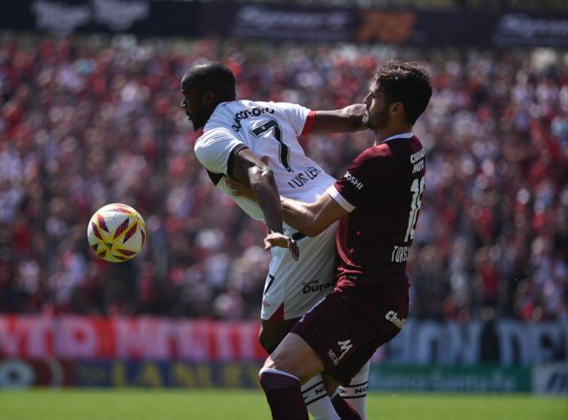 El portugués Luis Leal soporta la marca de Marco Torsiglieri.