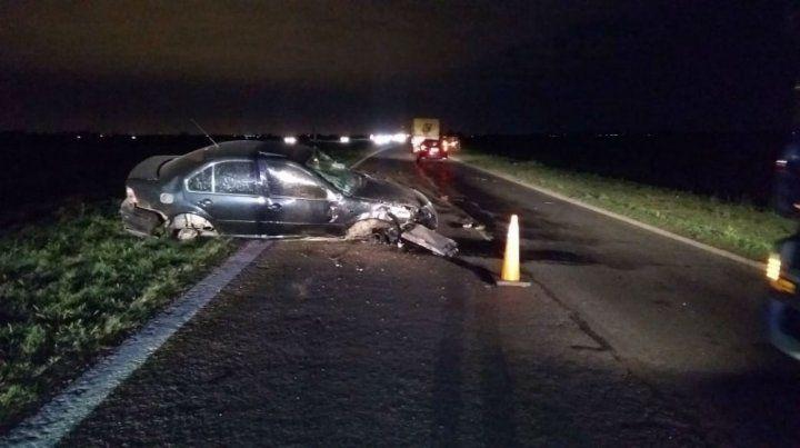 Así quedó el auto que conducía la víctima en la autopista a Córdoba.