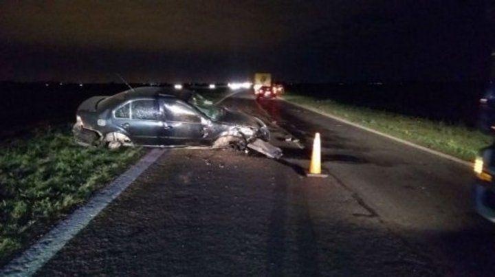 Fatal. Así quedó un auto en la autopista a Santa Fe: hubo dos muertos.
