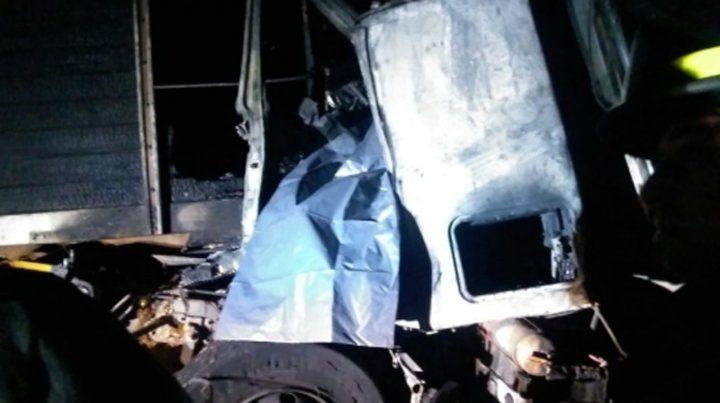La cabina del camión Fiat Iveco quedó calcinada