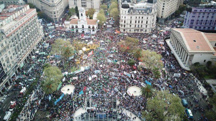 La Plaza de Mayo durante el acto de cierre de la jornada de protesta.