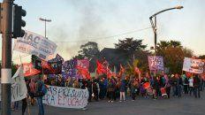 El Partido de los Trabajadores y el Movimiento de Izquierda en la protesta frente al Casino.