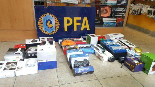 Secuestran celulares robados y artículos de electrónica truchos valuados en 210 mil pesos