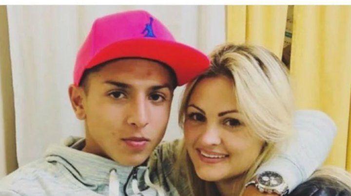 Agustín junto a su novia