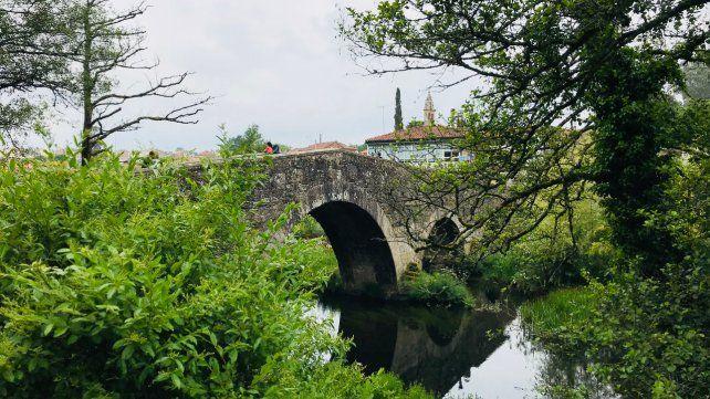¡Ultreya!. El espíritu peregrino lleva a los visitantes a recorrer encantadores parajes y pueblos de varias provincias del norte español . El Camino de Santiago atrae a turistas de todo el mundo y ya lleva más de 1.200 años.