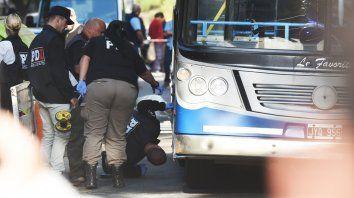Tras el impacto. El fatal accidente ocurrió mientras la chica circulaba en bicicleta. El episodio causó un profundo dolor en la ciudad.