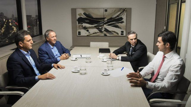 La foto. Massa, Schiaretti, Pichetto y Urtubey se reunieron en Retiro.