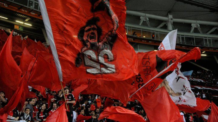 Aquella vez. Los rojinegros fueron en gran número al estadio Ciudad de La Plata.