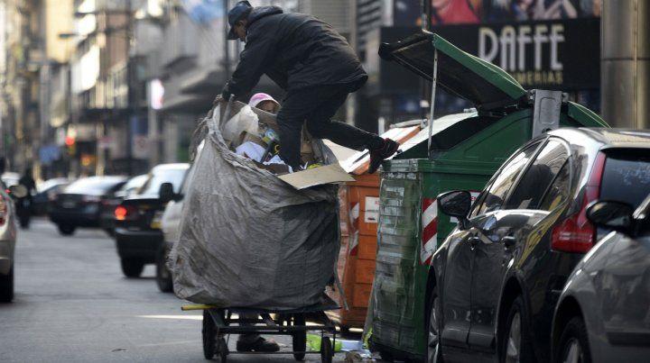 El Indec reveló que creció el número de pobres.