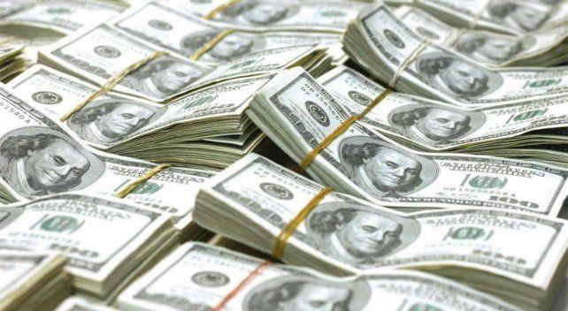 El dólar pegó otro salto y ya se acerca a los 42 pesos