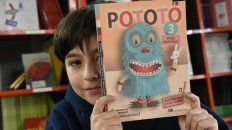 Por recomendación de un amigo, Valentín leyó el libro del monstruo Pototo.