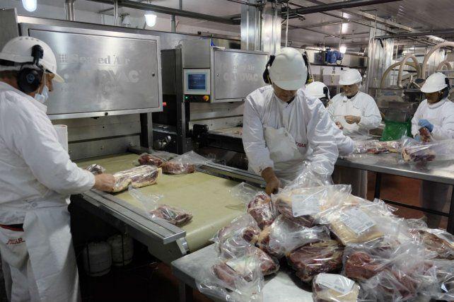 Una isla. La producción de carne bovina es uno de los pocos sectores industriales en expansión.