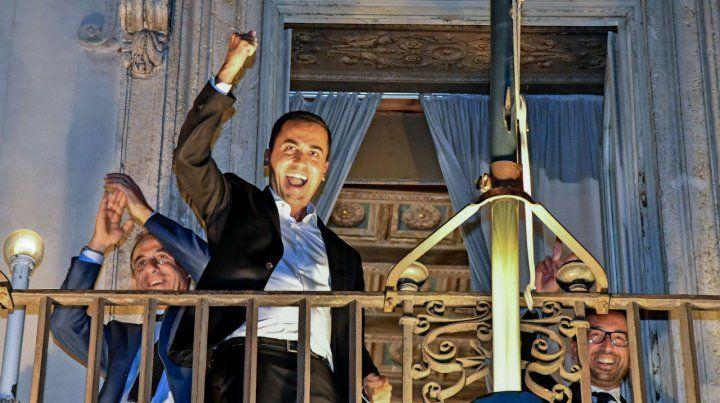 ¿Victoria? El vicepremier Di Maio en el balcón de la sede de gobierno.
