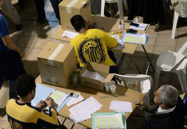 Democracia interna. Los hinchas canallas deberán optar entre candidatos de tres listas.