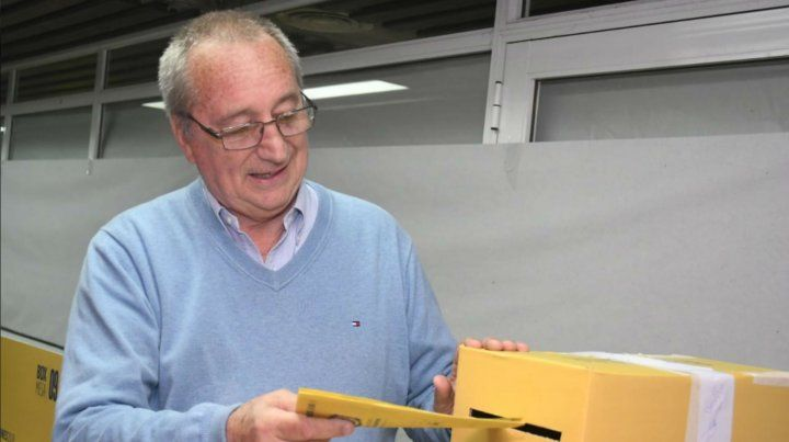 El actual presidente Raúl Broglia votó antes del mediodía.
