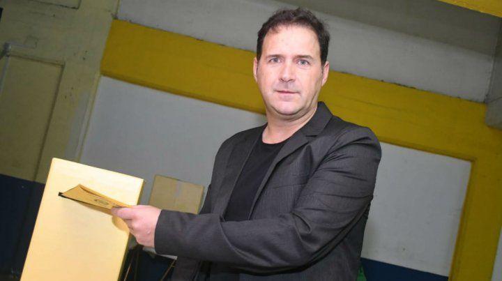 Hernán Marty (Comunidad Canalla) emitió esta mañana su voto en el Gigante.
