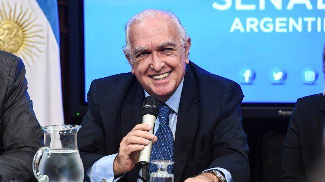 Gil Lavedra cuestionó la figura del arrepentido
