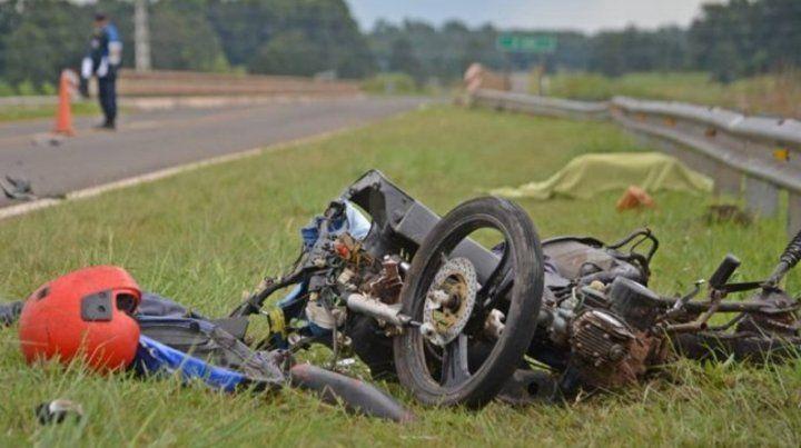 Un motociclista de 17 años perdió la vida al sur del puente sobre el arroyo Ayuí.