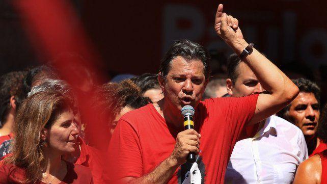 Por Lula. Fernando Haddad durante un acto en Recife. Encara la última semana de campaña en ascenso y con la esperanza de igualar a Bolsonaro.