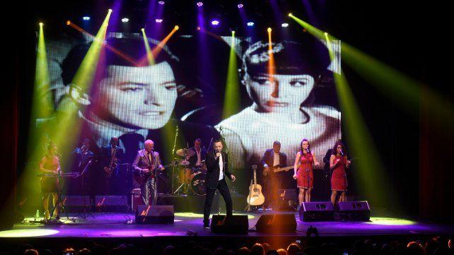 La vida en la pantalla. Palito Ortega ofreció un show multimedia anoche en el Broadway. De fondo