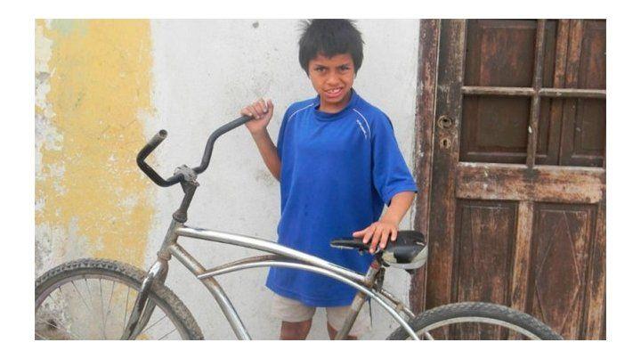 Un nene de 9 años encontró 25 mil pesos, buscó al dueño y se los devolvió