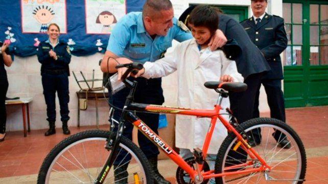 Un alumno cordobés encontró 25 mil pesos y no paró hasta encontrar al dueño