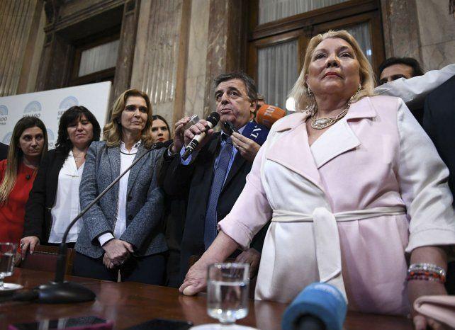 El bloque peronista bloqueó la a asunción de Carrió a la comisión de Control de Ministerio Público Fiscal.