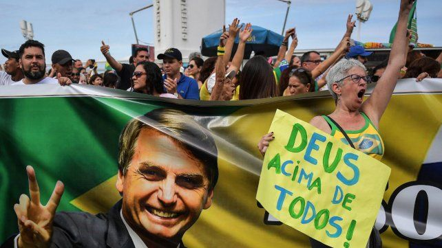 Apoyo. Simpatizantes de Bolsonaro en una marcha en Río de Janeiro el fin de semana pasado.