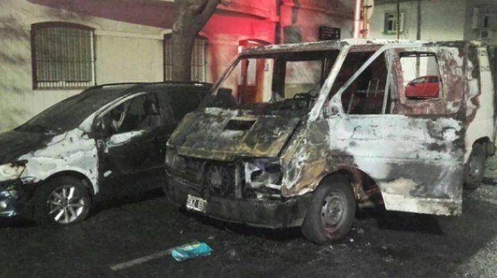 El auto de Axel Kicillof apareció incendiado en un barrio porteño