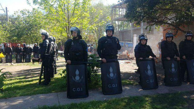 Los trabajos contaron con una fuerte custodia policial.