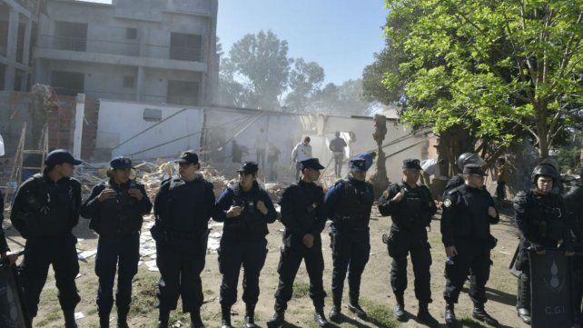 Fuertes custodia policial en República de la Sexta.