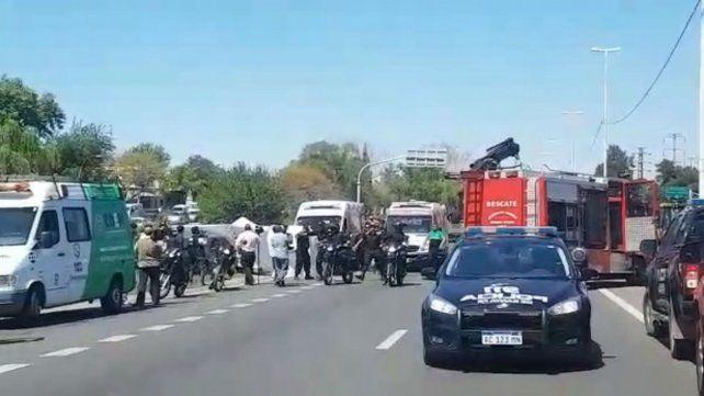 Cómo rescataron a las mujeres atrapadas en el auto que fue aplastado por un camión