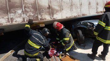 Los bomberos trabajaron de manera intensa para poder rescatar a las víctimas.