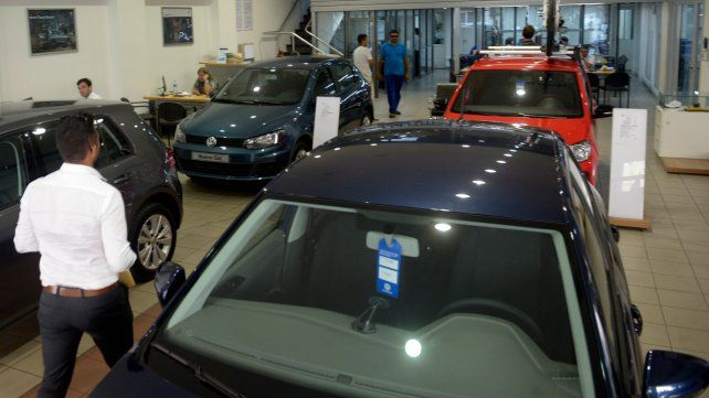 La producción automotriz cayó 20,6% y las ventas un 44%