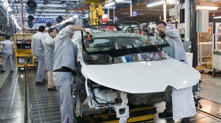 La actividad industrial cayó un 5.6 por ciento en agosto