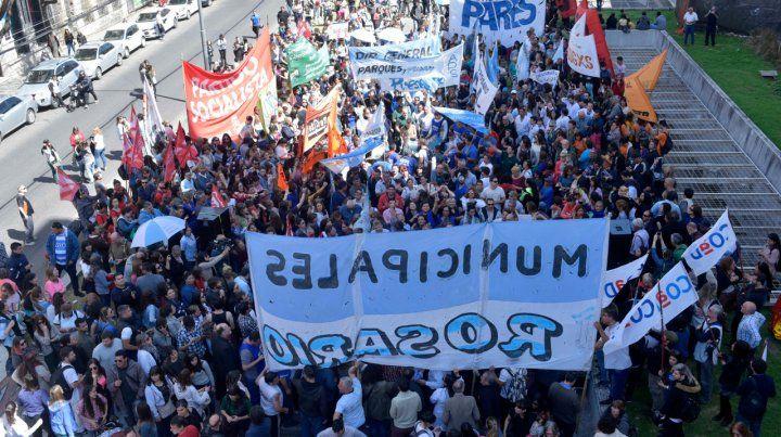Explanada. Los manifestantes se hicieron sentir en San Luis y Moreno.