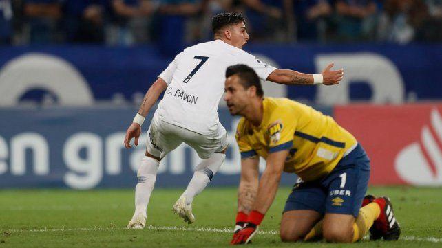 Locura xeneize. Pavón recibió de Wanchope y cerró el pleito con el tanto de la igualdad cuando Boca estaba padeciendo el juego.