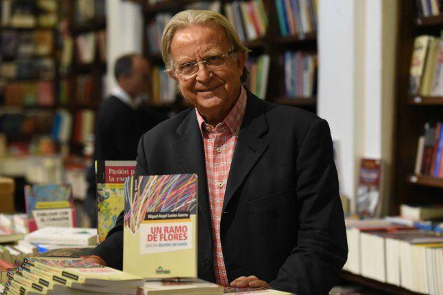 Santos Guerra estuvo en Rosario para presentar su último libro Un ramo de flores para los docentes del mundo.
