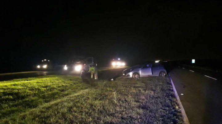 El procurador volcó con su auto en la autopista Rosario - Santa Fe.