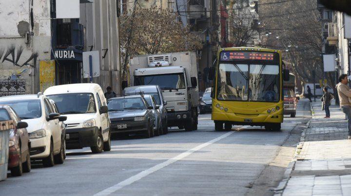 Mejor a pie. El transporte urbano se incrementó 13