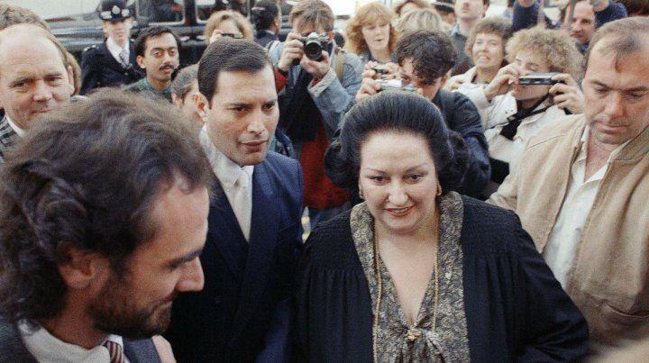 Montserrat Caballé junto a Freddie Mercury en 1988 cuando grabaron Barcelona.