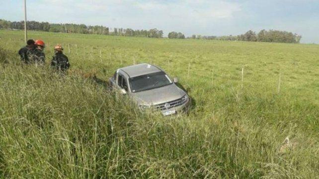 La víctima no pudo dominar su auto y terminó en un zanjón.