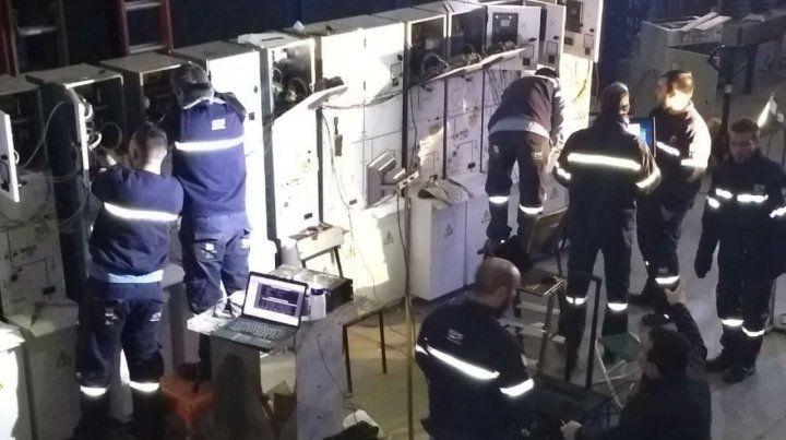 Trabajos. Operarios trabajan en el centro de distribución Baigorria.