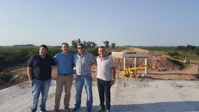 In situ. El senador Traferri (derecha) en la recorrida por las obras.