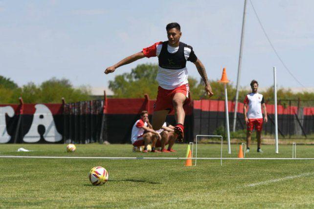 Licha Cabrera sigue practicando para llegar de la mejor forma al duelo de mañana.