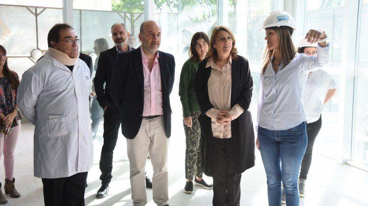 Visita. La intendenta supervisó la marcha de las obras en el hospital.
