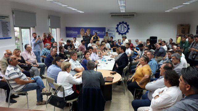 Encuentro. Dirigentes y legisladores reunidos en la UOM Rosario.