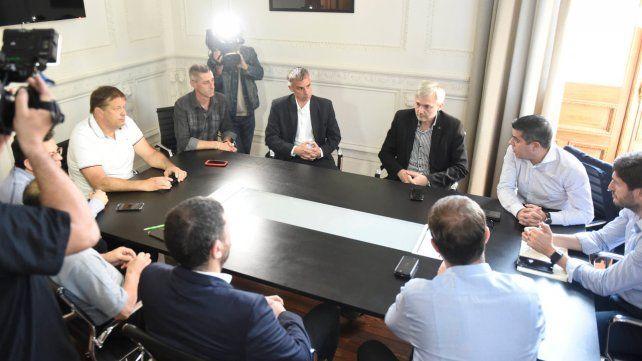 En la Gobernación. Dirigentes leprosos y canallas se reunieron con representantes de Seguridad de la provincia.