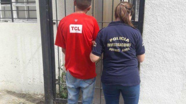 Detuvieron a un adolescente acusado de acuchillar en la espalda a su pareja